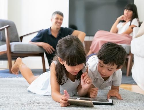 Децата и Смартфоните: 4 признака, които подсказват, че децата са готови да получат смартфон